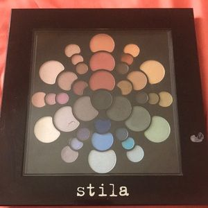 Stila, Color wheel eye shadow palette